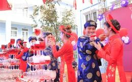 Cận cảnh đám cưới tập thể diễn ra tại trường học ở Hà Nội