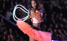 Thiên thần Victoria's Secret phẫn nộ vì bị phân biệt chủng tộc
