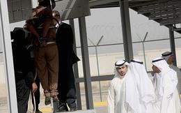 Tử tù bị hành hình công khai ngay giữa bãi đỗ xe