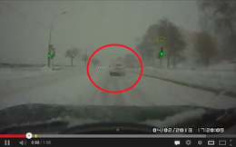 """Bí ẩn chiếc ô tô """"ma"""" đột nhiên biến mất giữa làn đường"""