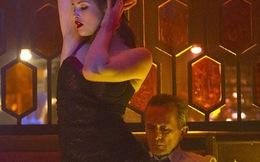 Bordgirl - Gemma Arterton diện nội y khiêu khích trai già