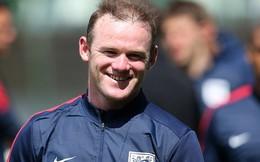 """Rooney lộ mái tóc """"thảm họa"""" khi tập trung cùng Tam Sư"""