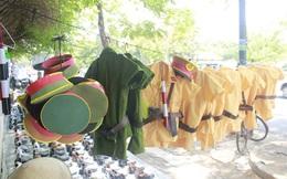 Trang phục công an 'nhái' đầy đường Sài Gòn