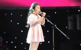 """The Voice Kids tập 1: Bé gái 9 tuổi khiến HLV Thanh Bùi """"nổi da gà"""""""