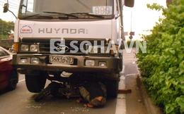TP.HCM: Bị xe tải cuốn vào gầm, một phụ nữ nguy kịch