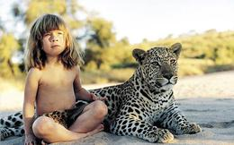 Cô bé 10 năm làm bạn với rừng hoang dã châu Phi