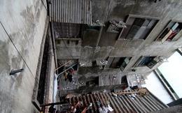 Cảnh hoang tàn của chung cư 50 tuổi giữa lòng Sài Gòn