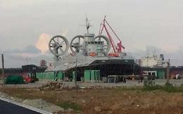 Lộ ảnh Trung Quốc đóng tàu đổ bộ 'Bò rừng' khổng lồ