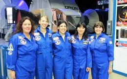 Người về từ Trung tâm Vũ trụ và Tên lửa Mỹ