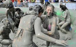 """""""Siêu bẩn"""" với lễ hội bùn vui nhộn tại xứ kim chi"""