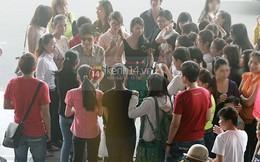 Sau sóng gió scandal Đan Trường bịn rịn chia tay fan đi Mỹ