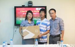 Những món quà thủ khoa Nguyễn Hữu Tiến đã nhận được trong buổi giao lưu