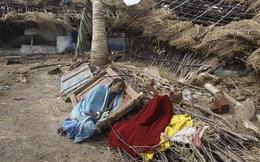 Những hình ảnh thắt lòng về cơn bão khủng khiếp tại Ấn Độ