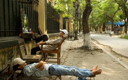 """Giấc ngủ """"nhọc nhằn"""" giữa đời của người Việt lên báo Tây"""