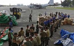 Philippines: Ngập hàng cứu trợ, nạn nhân bão vẫn phải ngóng chờ