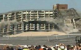 Mỹ: Tòa nhà 11 tầng hóa đống đổ nát trong 10 giây