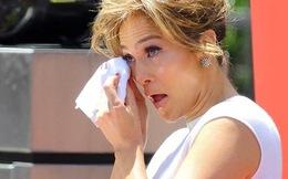 J-Lo rơi nước mắt vì được gắn sao trên Đại lộ danh vọng