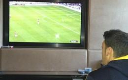 Sao Arsenal thoát y ăn mừng chiến thắng bỏ Ozil lủi thủi một mình