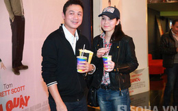 MC Anh Tuấn hạnh phúc bên vợ mới cưới đi xem phim