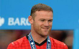 Rooney chơi trò bắt cá hai tay