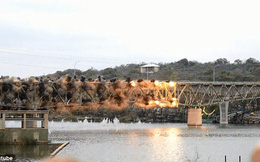Cây cầu dài gần 300m đổ sập trong 1 giây