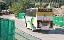 Cận cảnh U23 Việt Nam rời Myanmar trên chiếc xe khách cũ