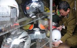 """Đột nhập """"thiên đường"""" mũ bảo hiểm rởm ở Hà Nội"""
