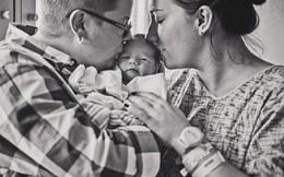 Khoảnh khắc thiêng liêng cặp vợ chồng đồng tính sinh con đầu lòng