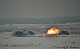 Xem tăng Leopard 2 của Ba Lan rẽ tuyết, phóng hỏa