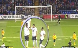 Ghi tuyệt phẩm, người cũ Man United đánh Zaha ngay trên sân bóng