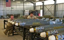"""Xem quy trình lắp ráp bom """"khủng"""" của Mỹ ở Afghanistan"""