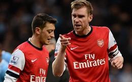 """Ozil """"ăn"""" chửi, nội bộ Arsenal lục đục sau thảm bại"""
