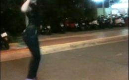 Cặp đôi thiếu nữ - chàng cụt chân nhảy hiphop bán kẹo gây sốt ở Sài Gòn