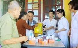 Người dân vui mừng được khám, cấp phát thuốc miễn phí