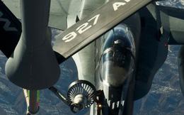 """Boeing KC-135: """"Mẹ"""" của các siêu chiến cơ trên bầu trời"""