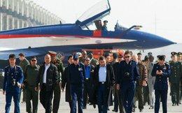 TQ khoe sức mạnh không quân vượt biên giới
