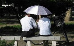 Những chuyện kỳ lạ ở Triều Tiên: Yêu cũng sợ công an bắt quả tang