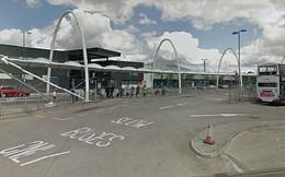 Thiếu nữ 14 tuổi bị hiếp tập thể trên xe bus đông người