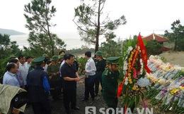 PTT Hoàng Trung Hải viếng mộ Đại tướng ngay trong bão số 14