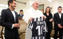 Tevez lịch lãm tới gặp Đức giáo hoàng cầu may