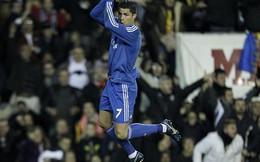 """Real """"ăn gian"""" được pha làm bàn của Ronaldo"""