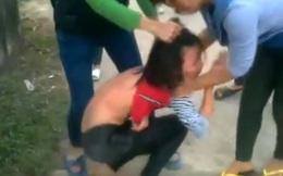 Sốc với clip nữ sinh vùng quê bị đánh dã man, lột quần áo