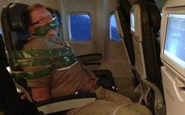 """Bị trói cứng trên máy bay vì """"phát cuồng"""""""