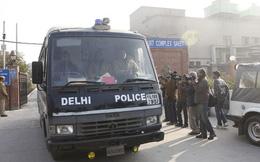Xử nghi phạm hiếp tập thể ở Ấn Độ: Tòa án hỗn loạn