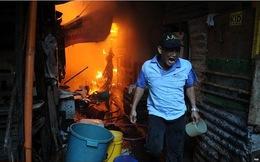 TG 24h qua ảnh: Cư dân xóm nghèo 'cuống cuồng' thét gọi cứu hỏa