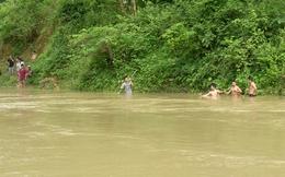 Phú Yên: Tắm suối, 2 sinh viên bị lũ cuốn trôi