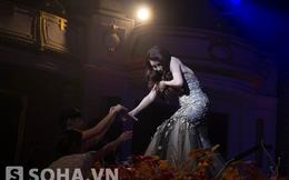 Hành động dùng tay che ngực của Hồ Quỳnh Hương khiến nhiều người cảm kích