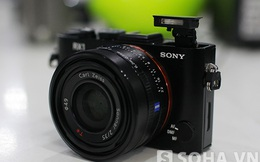 Trên tay máy ảnh Sony Cybershot DSC-RX1