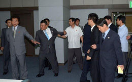 """Đàm phán ko thành, trưởng đoàn Triều Tiên """"nổi xung"""" động thủ với đối tác"""