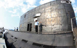 Tàu ngầm Kilo Iran khoe sức mạnh trong tập trận